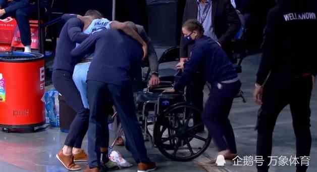 悲剧!NBA又一球星受伤倒下,灰熊当家痛苦倒地,坐轮椅落寞离场