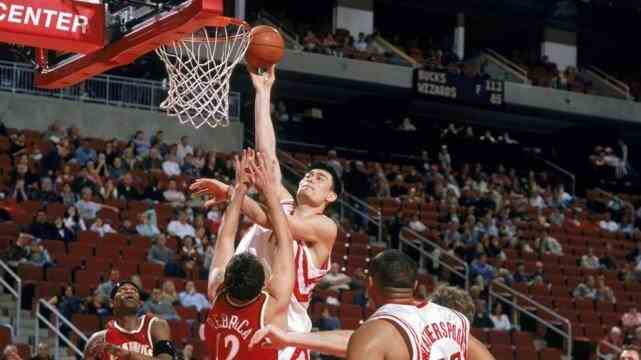 17年前今天:姚明轰出NBA生涯最强一战,41+16+7两创纪录