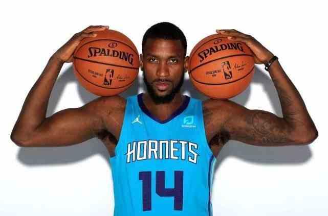 NBA榜眼加盟第一烂队!从5200万沦落到底薪!他真的好惨