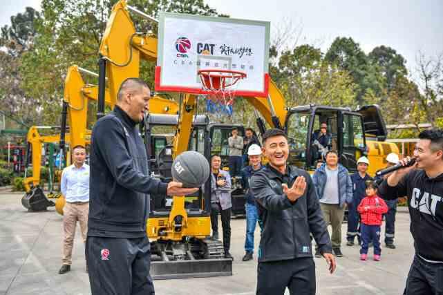 中国篮球名宿巴特勒吕晓明空降成都,传授篮球实干家精神