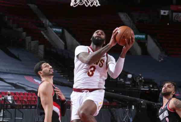 全明星中锋仅8分5篮板,篮下命中率50%,他的下一站会是篮网?