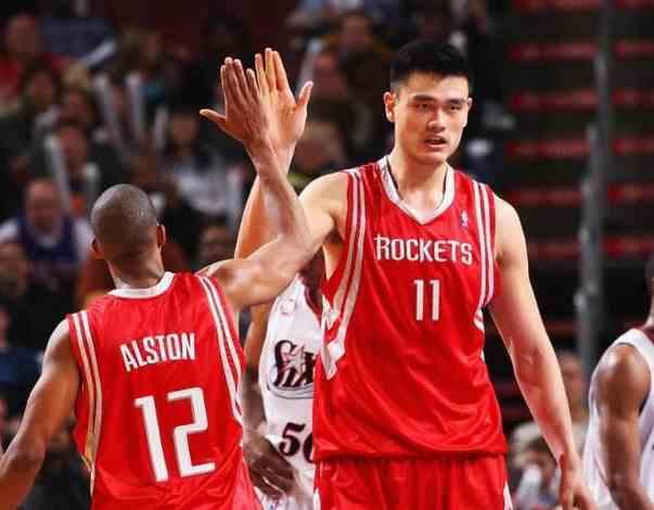还有人质疑姚明不配进NBA名人堂?科比:他是顶替奥尼尔的存在