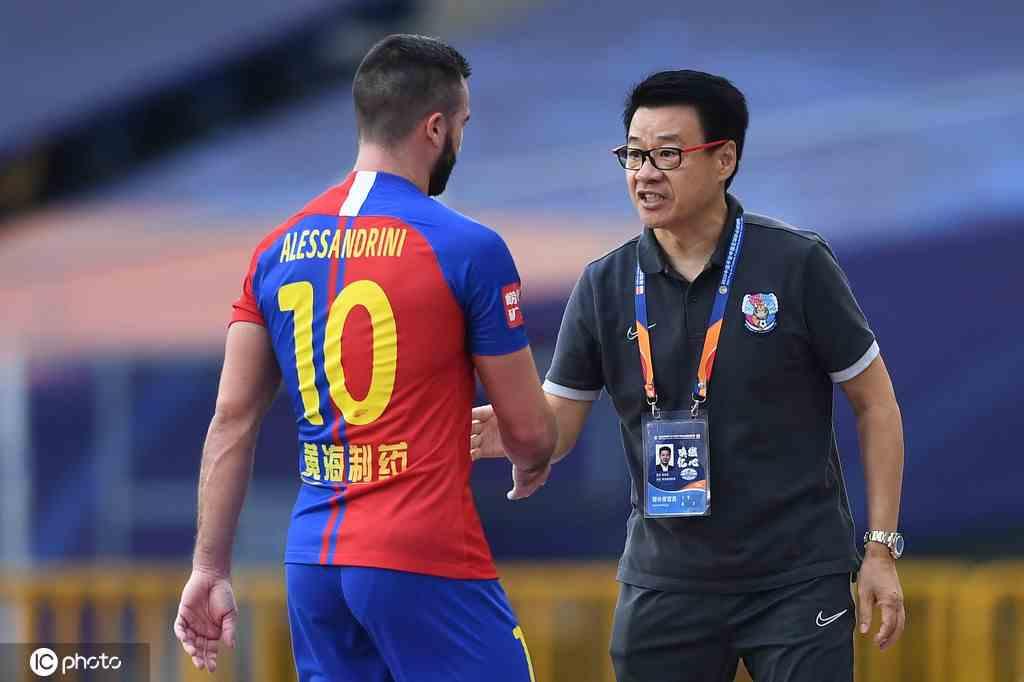 沪媒:黄海与吴金贵并未放弃彼此 球队基本确定放弃这仨外援