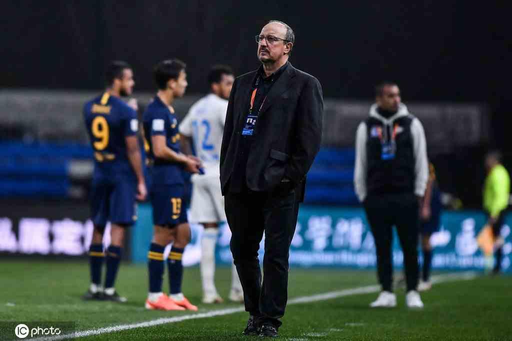 从3-0到0-4!贝尼特斯想起伊斯坦布尔之夜 缺两外援玩不转
