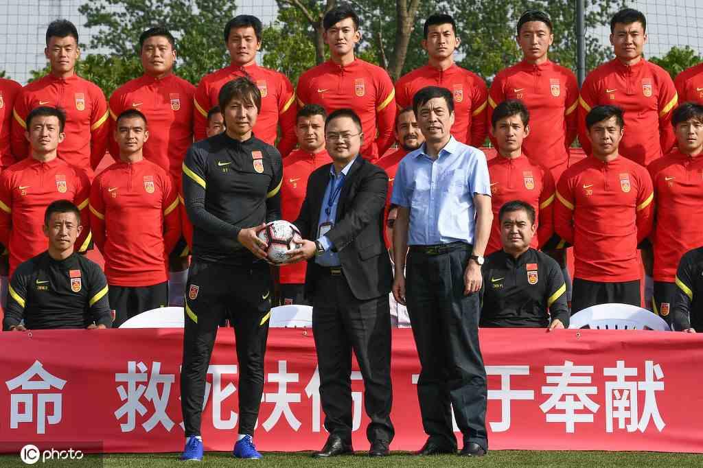 中国青年报:为了进世界杯 中国足球又到了不惜一切代价的关头