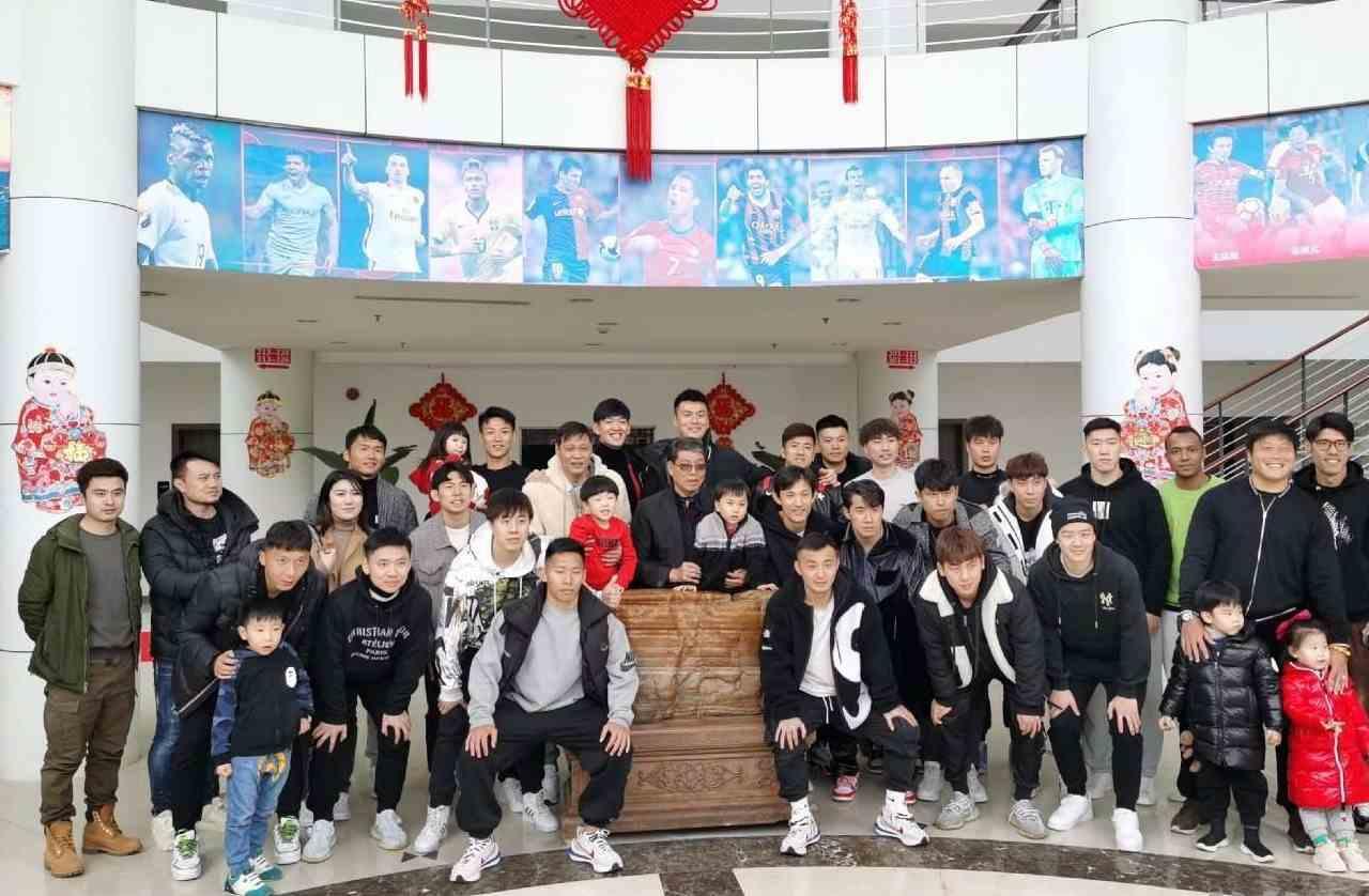 春节假期国内足球要闻回顾:徐根宝迎78岁生日 武汉遭反戈闹剧
