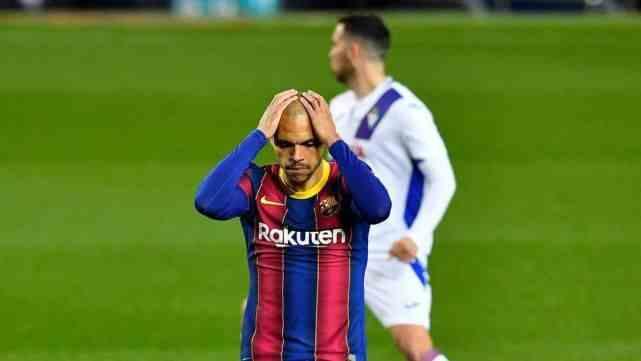 西甲-梅西缺席大将伤退巴萨1-1平 中锋丢点球 飞翼射失单刀后扳平救主