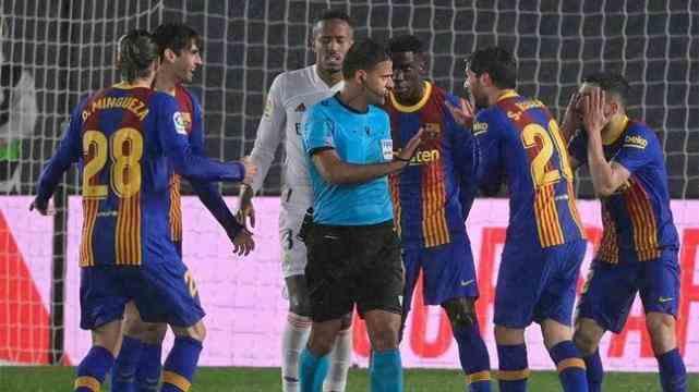 巴萨老问题常规性翻车,梅西7场国家德比0球0助攻
