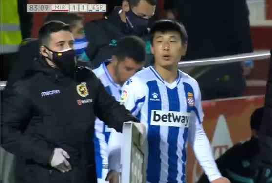 第94分钟绝平!2-2!西班牙人连续3连平,武磊愤怒一幕:怒骂对手