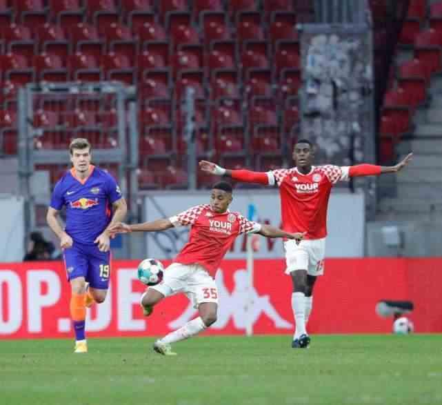 21岁卢森堡国脚,打进德甲生涯首球,力斩德甲季军队全取三分