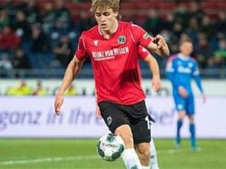 不幸,德乙汉诺威96球员许伯斯新冠肺炎确诊阳性,队友仍在正常备战!