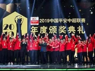 记者:颁奖礼后中超冠军奖杯就丢了,但好在应该是复制品