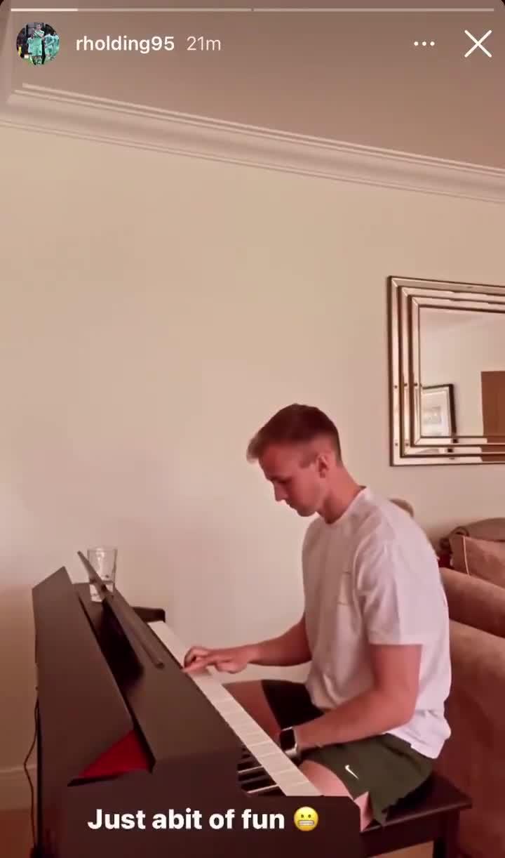阿森纳退出欧超!霍尔丁钢琴演奏一曲欧冠主题曲