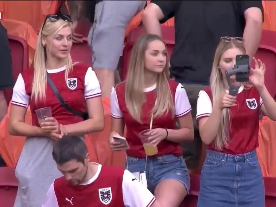 颜值如何?奥地利美女球迷组团看欧洲杯