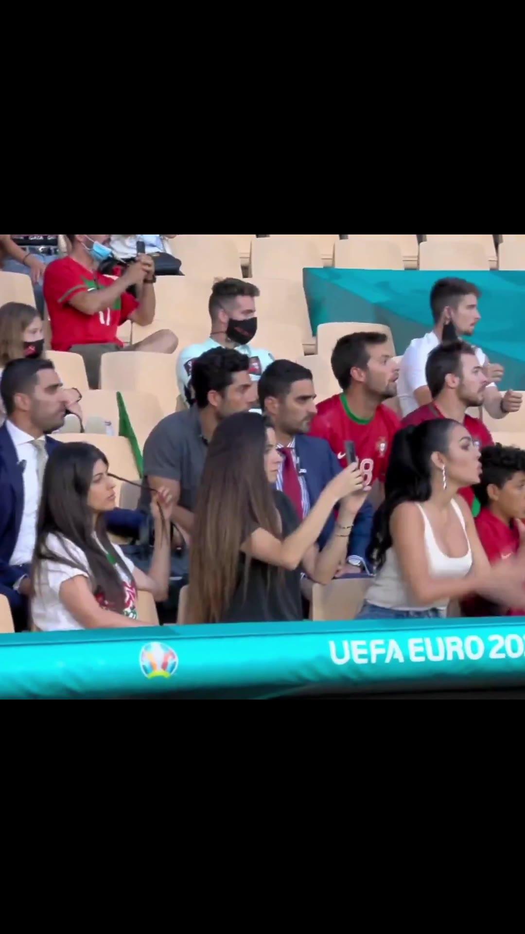 爱了!欧洲杯看台3位美女球迷