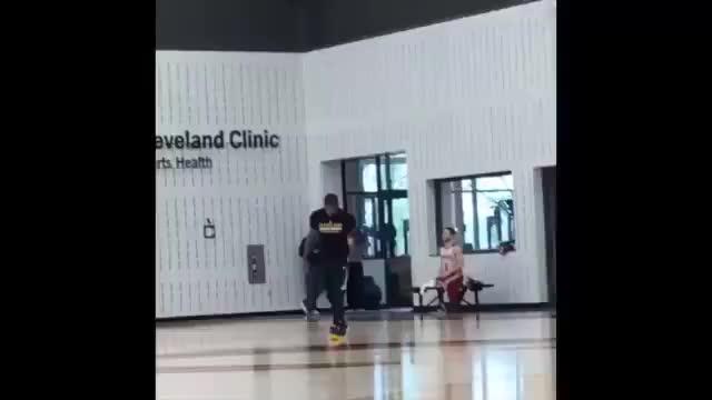 都被篮球耽误了哈!当年欧文跟香波特的尬舞片段